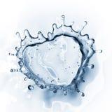 Coeur d'éclaboussure de l'eau avec des bulles d'isolement sur le blanc Image stock