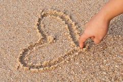 Coeur d'écriture sur la plage Photographie stock libre de droits