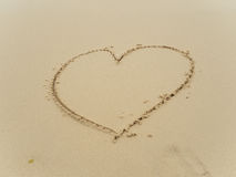 Coeur d'écriture sur la plage Image stock
