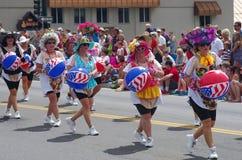 COEUR D ALENE, IDAHO 6-4-2014: 4o da parada de julho no d do centro Alene de Coeur; Tropa da dança das mulheres Fotografia de Stock Royalty Free