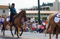 COEUR D ALENE, IDAHO 6-4-2014: 4to del desfile de julio en el d céntrico Alene de Coeur; Tropa de la danza de las mujeres Fotos de archivo