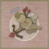 Coeur d'amour d'arc de pousse de cupidon sur le fond de vintage, papier réutilisé Photos libres de droits