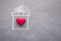 Coeur d'amour dans la boîte actuelle de dessin Photos libres de droits