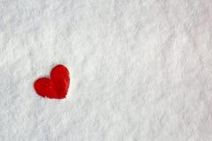 Coeur d'amour de jour du ` s de Valentine sur la neige Images stock