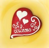 Coeur d'amour de pain d'épice Images stock