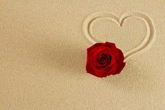 Coeur d'amour de sable. Photographie stock