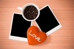 Coeur d'amour et cadre de photo Photo libre de droits