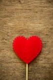 Coeur d'amour sur le fond de woode Image libre de droits