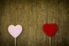 Coeur d'amour sur le fond en bois de texture Images libres de droits