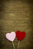 Coeur d'amour sur le fond en bois de texture Photos stock
