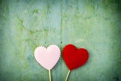 Coeur d'amour sur le fond en bois de texture Image stock