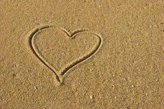 Coeur d'amour sur le sable Photographie stock