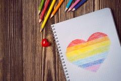Coeur d'arc-en-ciel de dessin Photos stock