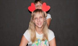 Coeur d'expositions de mère et de fille Photos libres de droits