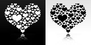 Coeur d'isolement sur noir et blanc Photo libre de droits