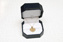 Coeur d'or neckless pour la grand-maman Photographie stock