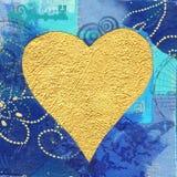 Coeur d'or sur le fond bleu Photo stock