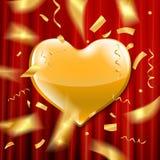 Coeur d'or sur un fond rouge Photographie stock libre de droits