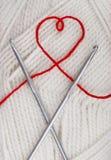 Coeur d'une chaîne de caractères de laine Photo libre de droits