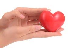 Coeur dans des mains humaines Photos libres de droits