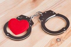 Coeur dans des menottes Image stock