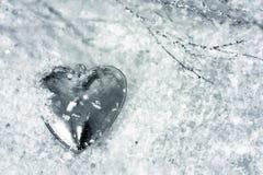 Coeur dans la neige Fond de jour de valentines image stock