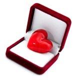Coeur dans le cadre de cadeau rouge Photos stock