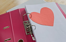 Coeur dans le dossier de bureau Photo libre de droits