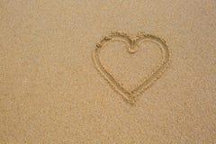 Coeur dans le sable Photos stock
