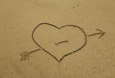 Coeur dans le sable Photographie stock libre de droits