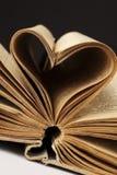 Coeur dans le vieux livre Images libres de droits