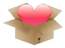 Coeur dans un carton d'expédition Photo stock