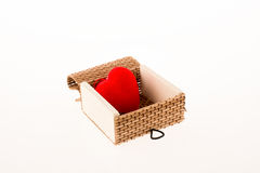 Coeur dans une boîte de paille Images libres de droits