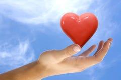Coeur dans une main Photos libres de droits
