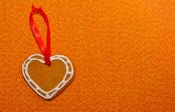 Coeur de biscuit de pain d'épice avec la bande décorative Photo libre de droits