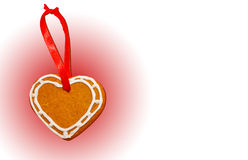 Coeur de biscuit de pain d'épice sur le fond blanc-rose Image stock