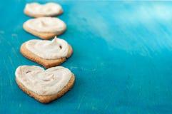 Coeur de biscuits sur le fond en bois Images stock