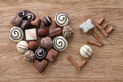 Coeur de bonbons au chocolat Photographie stock