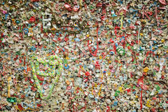 Coeur de bubble-gum de ruelle de poteau image stock