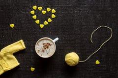 Coeur de café, de fil et de bouton Image stock