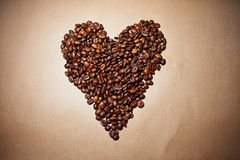 Coeur de café sur le papier Photo stock