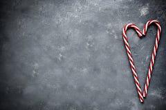 Coeur de canne de sucrerie sur le fond concret gris Images libres de droits