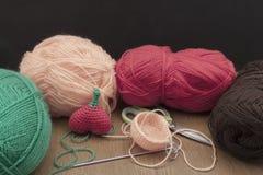 Coeur de crochet de décorations de crochet de Valentine Image stock