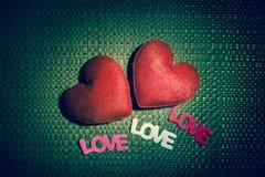 Coeur de deux rouges et texte trois Image libre de droits