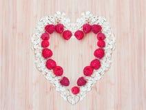 Coeur de farine d'avoine avec des framboises Photos stock