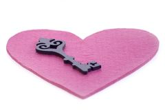 Coeur de feutre avec la clé Photos stock