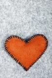 Coeur de feutre d'orange Images stock