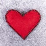 Coeur de feutre de rouge Images stock