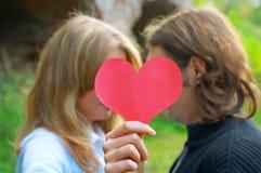 Coeur de fixation de couples Photographie stock libre de droits