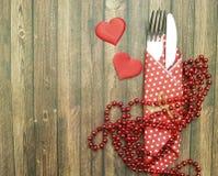Coeur de fourchette et de couteau en bois Photo stock